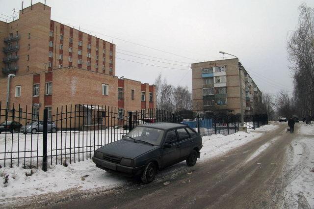 30.12.2007 - Слева - общежитие ХМСЗ - Речная 24