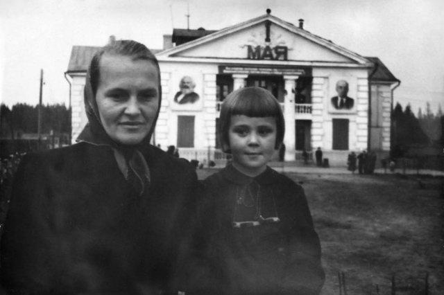 05.1959 - У клуба поселка нефтебазы